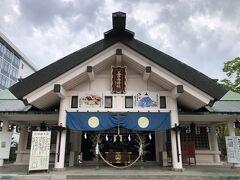 善知鳥神社の拝殿。アメリカ軍の空襲で焼失。御本殿は昭和30年、拝殿は昭和39年に鉄筋コンクリート造りで再建されました。 御神徳は、家内安全、交通安全、漁業守護、 商売繁盛、国家鎮護、方位除け。