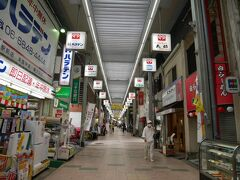 結局大石塚&小石塚古墳は外から見ることしかできなかったので岡町商店街を通って次の古墳へ。 いかにも地元な商店街。 ちょっと昭和を感じる…。
