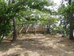 そして原田神社から歩いて10分ほどで到着したのがこちら、5世紀後半に作られた大塚古墳。 いわゆる円墳で直径56mで周囲の濠も含めると直径は80mにもなるらしい。