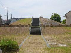 そして大塚古墳のすぐ向かいにあるのが御獅子塚古墳。 ここは立ち入り禁止になっていた。