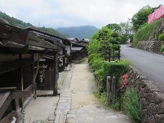 妻籠宿・・・江戸時代の街保存度が高い宿場  行政、学者、住民の努力で残された街並みは江戸時代の名残感じさせてくれます  伝統工芸や伝統家屋を巡る歴史散策体験できます