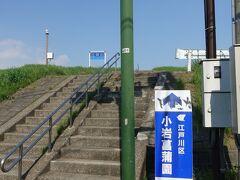 この階段を登ります。