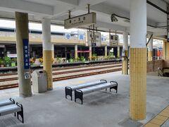 ボーっとしていたら岡山に到着。 いやぁ、まさか国際列車が開通していたとは!と言う鉄板ボケはさておき。  岡山高雄市の中の区の一つ。