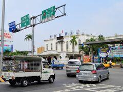 鈍行列車に揺られる事1時間ほど、お隣の市、台南に到着。 台「南」と言う名前だから最南端かと思いきや、屏東県、台東市、高雄市より北。
