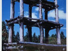 三内丸山遺跡の象徴とも言うべき大型六本柱の三層櫓。 写真が張られていました。