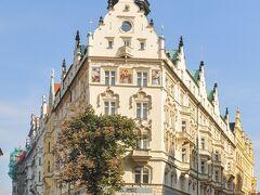 宿泊先は「ホテルパリプラハ」、全館アールヌーヴォー装飾の歴史的建造物のホテルで優雅です。