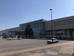 車で約5分、新青森駅に戻りました。 構内で土産を買います。