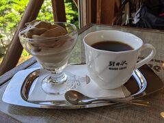 お腹いっぱいといいながら・・ミカドコーヒーでモカソフトとコーヒーをいただきます(別腹です) やっぱり美味しい、モカソフト。