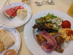 2日目 ホテルで朝食をいただきます。こちらのホテル、朝食が美味しいという口コミが多かったので楽しみにしていましたが、口コミ通り、本当に美味しかったです!!