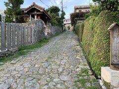 首里城公園や首里金城町石畳道を散歩する。