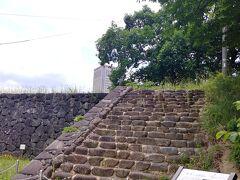 霞城(かじょう)公園到着 車を体育館近くに とめました ここは お城跡なんですね やはり秋田の街中にも 盛岡の街中にも 城址があって 行った事がありますが ここはそれらより 大きくってさっぱりした感じです
