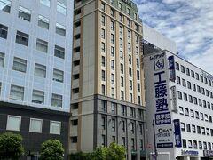 静岡に到着したら荷物をホテルに預けます 今回の宿泊は静鉄ホテルプレジオ静岡駅北 駅から近いのですが、道路を渡るには遠回りしなればならないので地下道を進みます