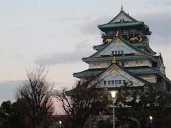 パナソニックもSONYも日本が誇る家電メーカーだし、日本って家電だけじゃなくすごいメーカーいっぱいあるし本当素晴らしいよね、とかなんとか考えながら大阪城にやってまいりました。  ここね、ホトトギスが泣かないなら泣かせてみせようとした豊臣秀吉が築いた城は。