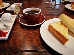 朝食は縄手通りにあるベーカリー「SWEET」で。