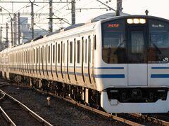 茂原駅での停車時間を利用して撮影します。 下りE217系。