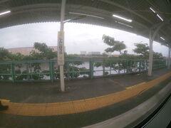 海芝浦駅の一つ手前の新芝浦駅  ここまでくるとほとんど人はいなくなります。
