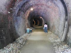 奥さま6号トンネルを行く