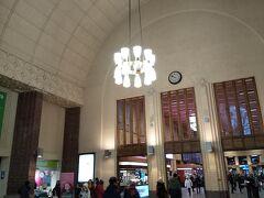 お土産を買って、ついでにヘルシンキ中央駅の構内見学。