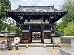 梅宮大社の楼門を後に、このまま帰宅するのは早すぎる。 ここからは遠いのですが、京都の猫ちゃんスポット 哲学の道で猫ちゃんに癒されたいと思い、 ついでに哲学の道近くにある真如堂のアジサイ見学をすることに。