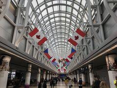 5月6日(木)<1日目>  シカゴ・オヘア空港 ターミナル3  やはり人は少ない