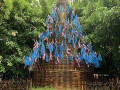 ワット チェーディ ルアンの隣にあるのがワット パンタオ。カラフルな旗で飾られた仏塔がユニーク。個人的には、金箔でピカピカに飾られた仏塔よりも、こういう歴史を感じるもののほうが好み!