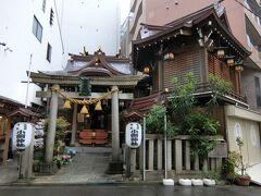 雨模様ですが、少し散策します。  小綱神社にやって来ました。