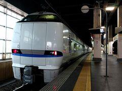 かつては、大阪から新潟までを結んだ名列車「雷鳥」号の後継、「サンダーバード」号も、その行く末が気になるところです。。