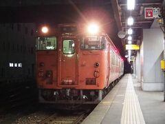 折り返しの列車で、高岡まで戻って来ました。城端線には、国鉄色の気動車も多数在籍します。さて、本日の行程はこれにて終焉。今宵は高岡市内のホテルで、一泊するとしますよ。。