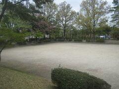 ここの裏側にある公園が、名前からしておどろおどろしい血の池公園。