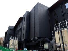 しょうざんリゾート京都の敷地内を当てもなく歩いてみたら、建築中の建物発見! うん、これはもしかすると? 間も無くオープン予定の、ヒルトンホテル系列の最高峰、LXRなんじゃ無いの? 正式名称は「ROKU KYOTO, LXR Hotels & Resorts」と言うらしい。