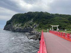 続いて車を5分ほど走らせ、橋の袂に駐車し、橋を渡って雄島に渡ります。 先程東尋坊から沖合いに見えた島です。