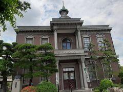 津山市内に残る洋館をいくつか見学。  城西浪漫館。 今もこの地にある中島病院の旧本館で、喫茶店になっています。  お休みでした・・・