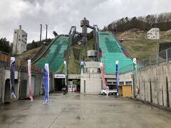 スキージャンプ台 ラージヒルとノーマルヒル 1998年長野オリンピックの会場 オリンピックの記憶はないけど  鯉のぼりの真ん中遊びごころ