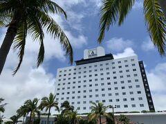 3回目の石垣島にやって来ました。 前回の2回でダイビングをしたり島巡りをしたり割と堪能出来たので、今回は竹富島と小浜島に行く拠点として、竹富島での観光は控えめにしました。  ホテルはアートホテル石垣島、予約サイトで3泊4日朝夕なしの32,212円でした。