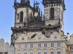 ティーン(税関)の前の聖母マリア教会、略してティーン教会です。