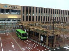 朝、新高岡駅前のホテルの窓から。 本日は、あいにくの雨模様。。