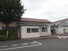 そして分岐点の先にある浜吉田駅へ。 ここは昔のまんま。 実は隠れた木造駅舎なのだ。