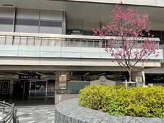 JR京都駅(八条口)  「京都駅八条口祭時計広場」の写真。  かなり閑散としていますね。