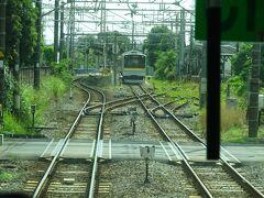 浅野駅の手前。前回乗った海芝浦支線が右の方に分岐。