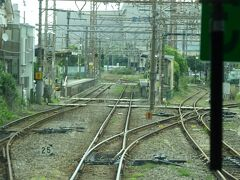 武蔵白石駅の手前。右方向に分岐。これが大川支線。