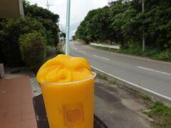 3月と言えどもやはり蒸し暑い ということでマンゴージュース マンゴーそのまんまの味