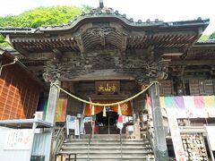 大山寺を参拝。さすがに紅葉の時期とは比べ物にならないくらい人も少ないですね。