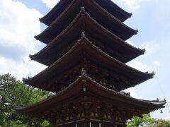 猿沢池を通り、興福寺へ。 五重塔、日本で京都に次いで2番目に高い塔だそうです。