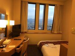 部屋はフロントよりも下の20階でしたが部屋からも山形の街が一望でいい眺めでした。 go to トラベル利用で素泊まり3,250。チェックイン時に支払
