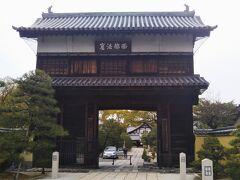 崇福寺山門(県指定有形文化財)