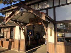 長瀞駅にやってきました。 関東の駅百選のレトロな駅です。  長瀞では次の列車が30分後、その次が1時間30分後… さてどうするか。