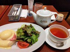 朝食はポルタ地下街のリプトンへ。前にも行ったことがあるんですが、エッグベネディクトが美味しかったので。