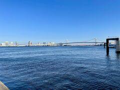 お部屋へ戻る前に、ホテルのすぐそばの竹芝桟橋をお散歩。 海風が気持ちいい♪