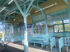 駅の造りも渋いです。 こちらは中塩田駅。