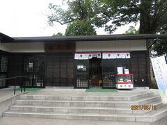 お参りを終えて、境内を出たところにある福太郎餅のお店へ。
